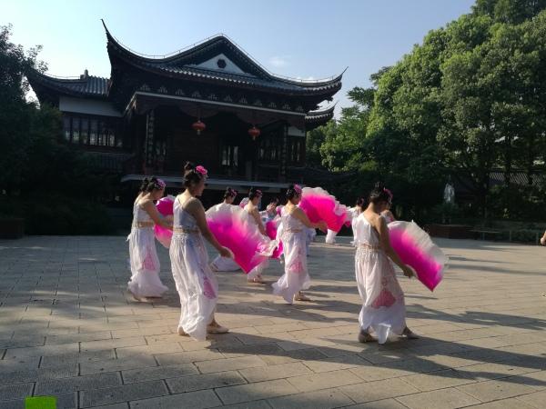 群众文化:扇子舞.jpg