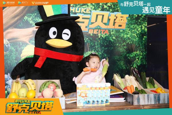企鹅和小孩.jpg