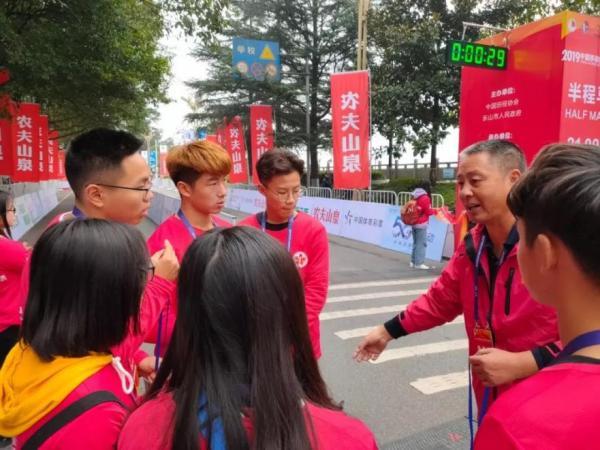 2019乐山国际半程马拉松赛事背后,那些乐山国际半马最可爱的人